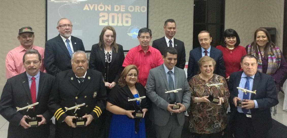 Autoridad de Aviación Civil entrega Avión de oro a instituciones, empresas y personalidades, por sus aportes a la aviación.