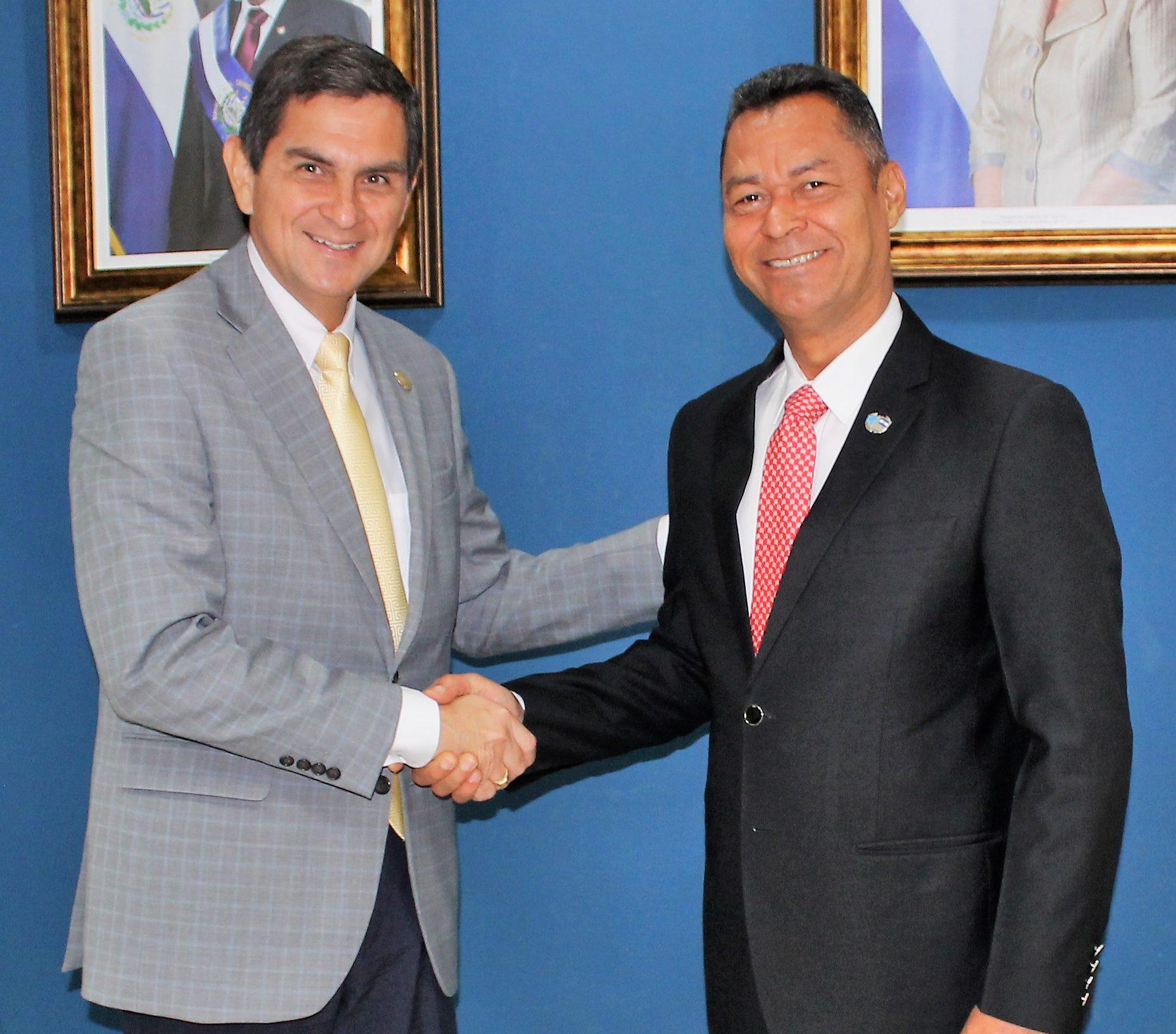 Autoridades de Aviación Civil y Correos de El Salvador se reúnen con el Secretario General de la Unión Postal de las Américas, España y Portugal.